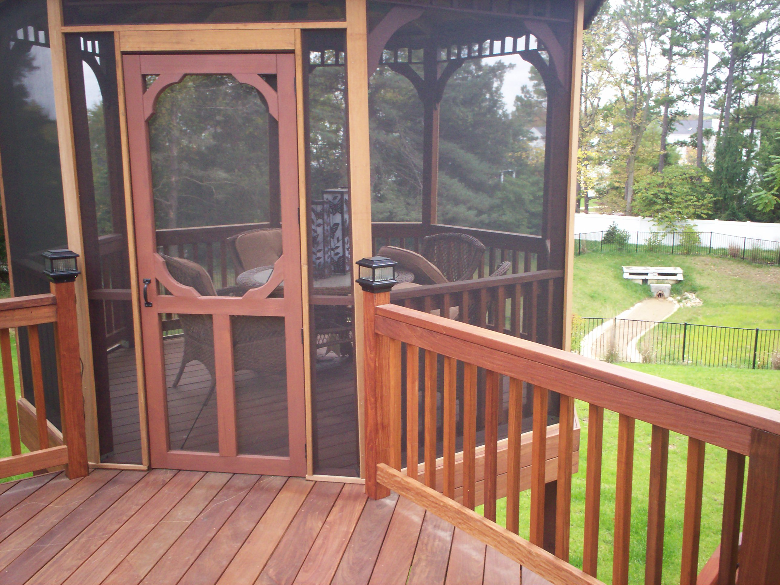 how to build a screened in deck