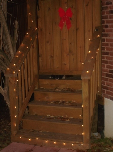 Simple Holiday Decorations for a Deck by Archadeck