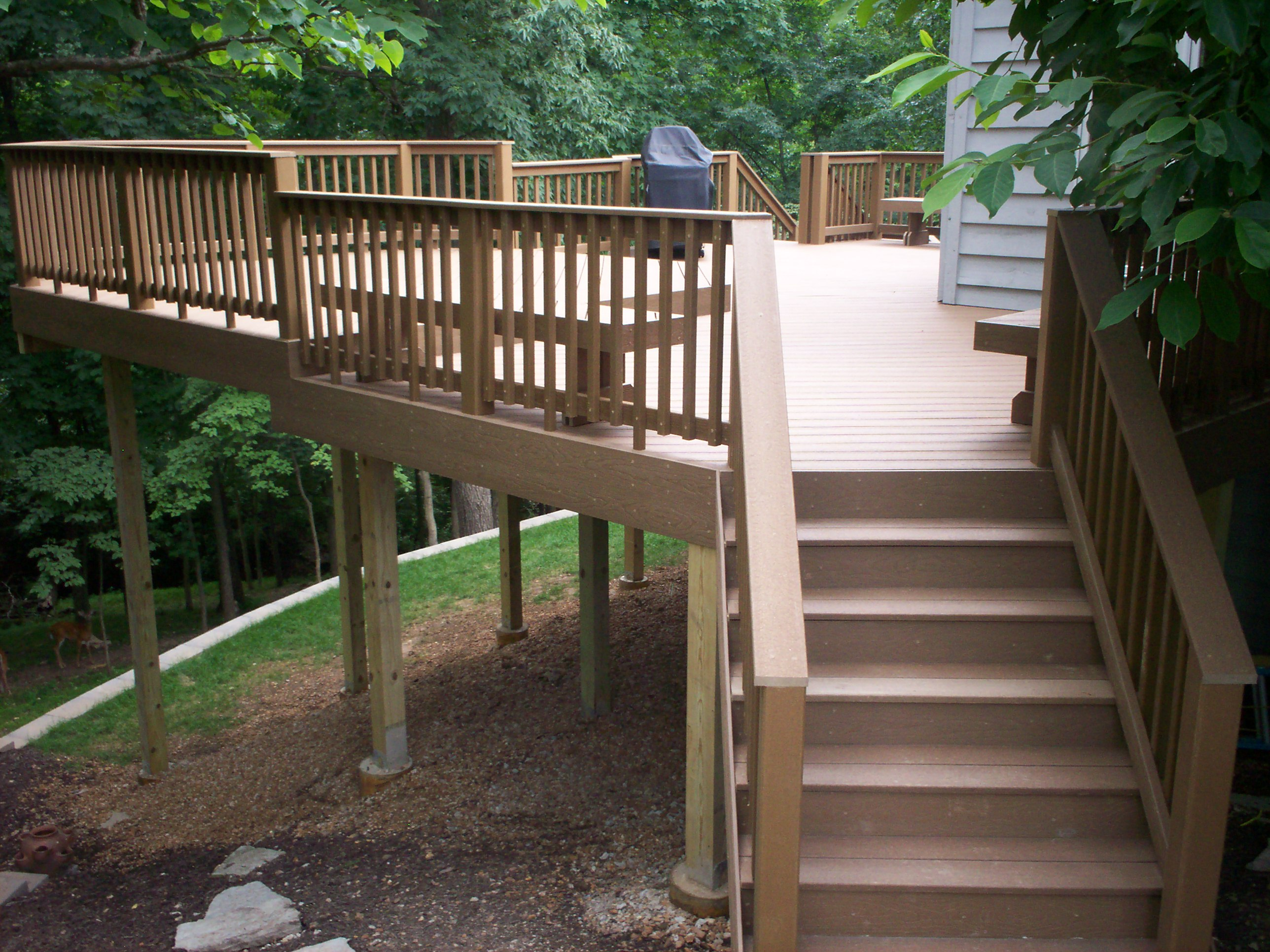 Composite deck composite deck with wood railing for Composite deck railing