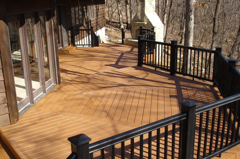 Vinyl decking st louis decks screened porches for Low maintenance decking