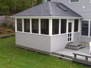 Patio Deck with Screened Enclosure by Archadeck - Kneewall Rails