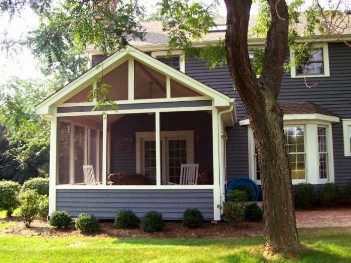 What makes a deck or porch design fit a traditional house for Design a screened in porch
