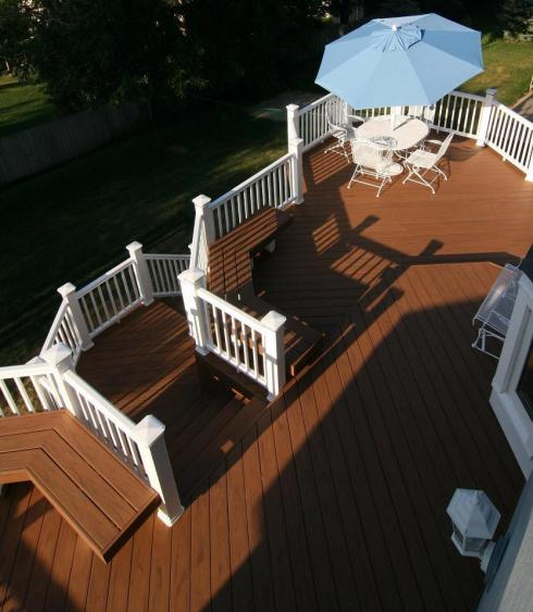 Deck with Contrasting Rails, by Archadeck