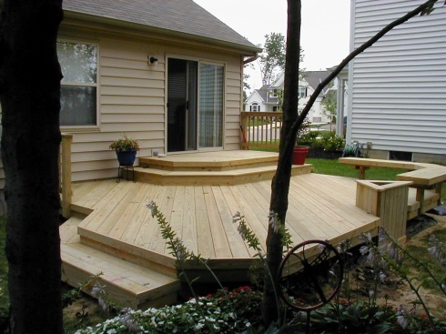 Low Deck without Railing and Corner Bench by Archadeck