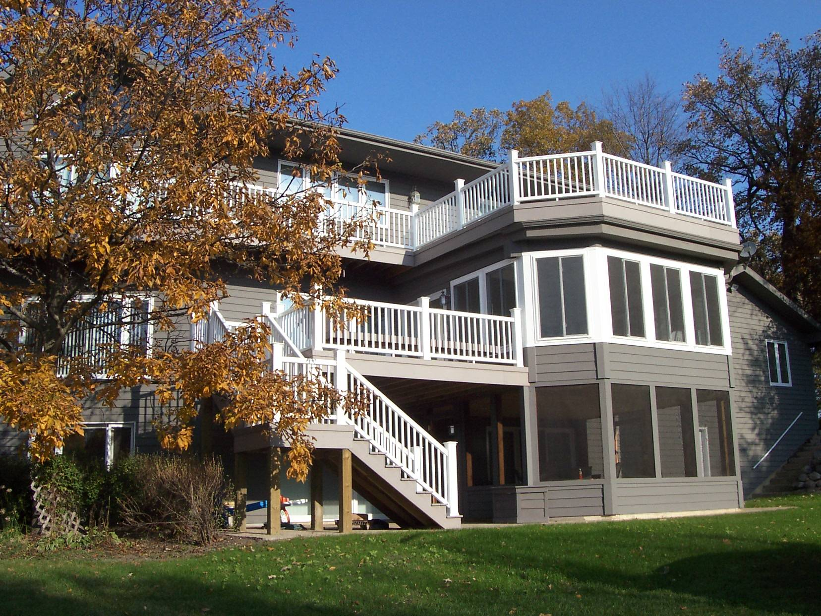 Two story deck design ideas by archadeck st louis decks for Porch sunroom