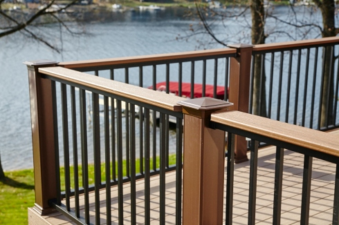Deck with Flat Drink Rail Cap by Archadeck