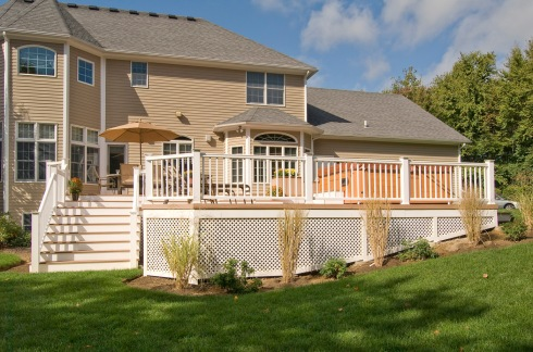 Brown Decking, White Trim and Vinyl Lattice by Archadeck